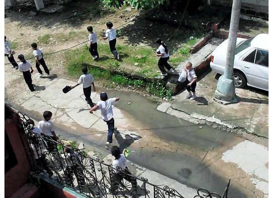 7ce8f9c06433 Problemas comunitarios - Aguas negras en la calle - El Universal